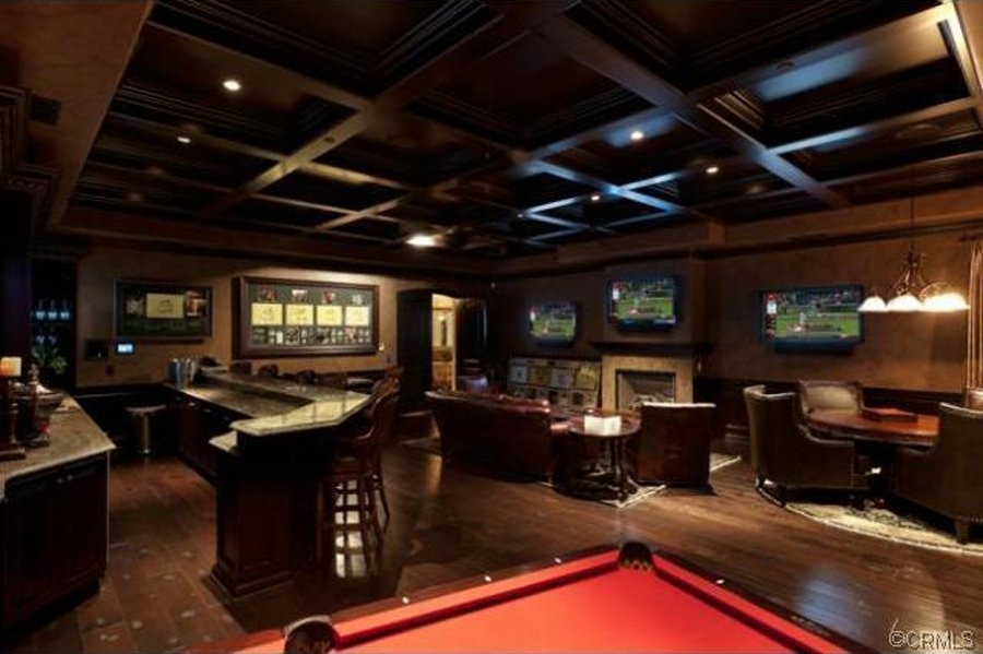 10 Unbelievable Man Caves