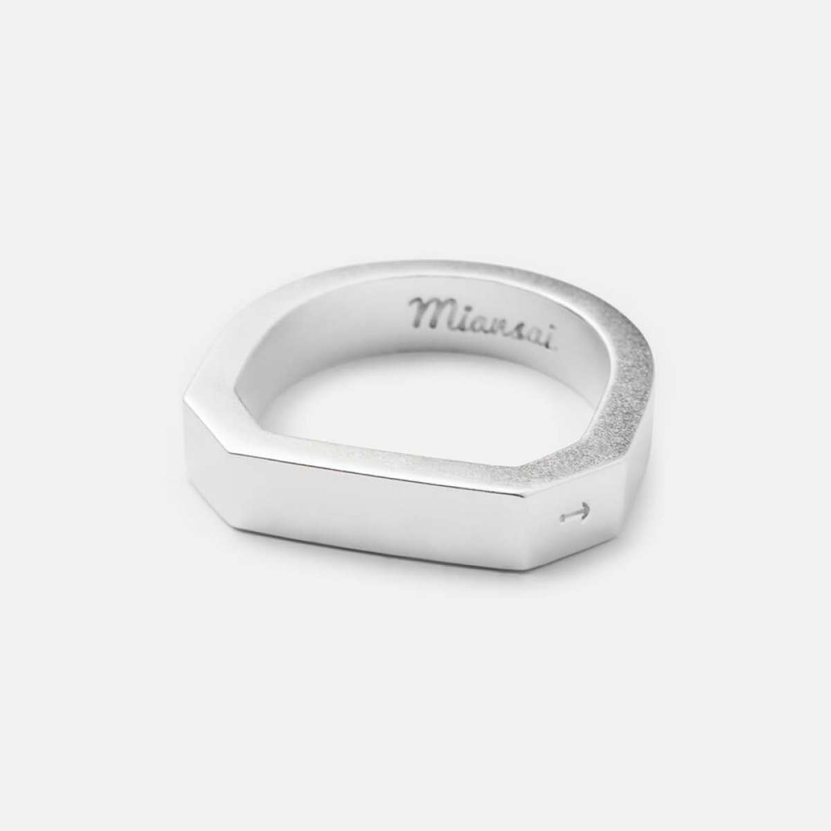 Men's contemporary ring